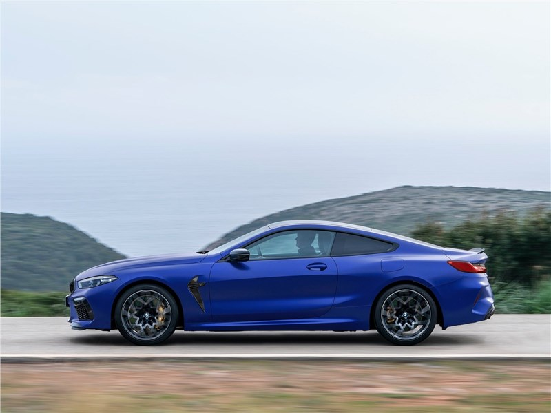 BMW M8 Competition Coupe 2020 вид сбоку