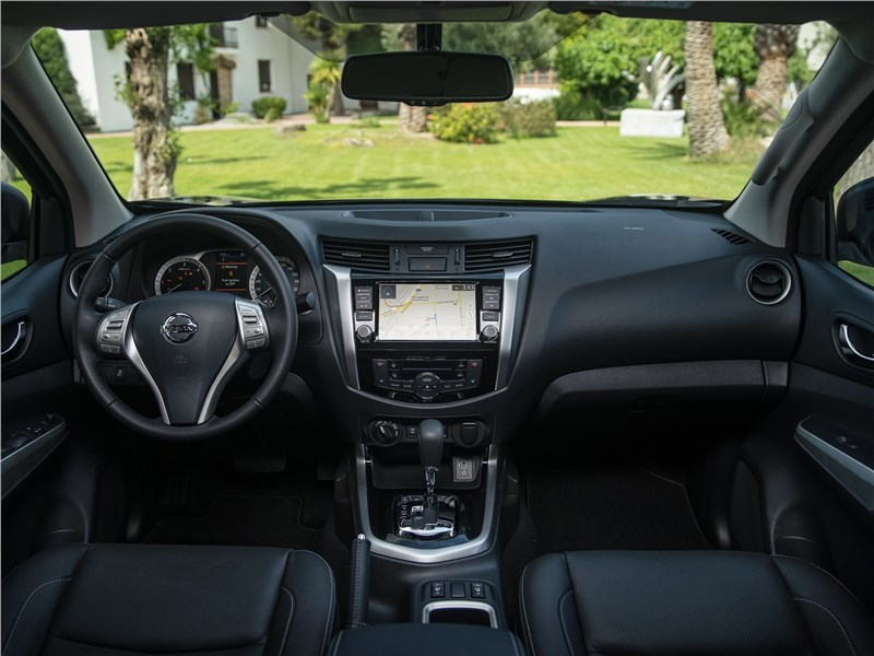 Nissan Navara 2020 салон