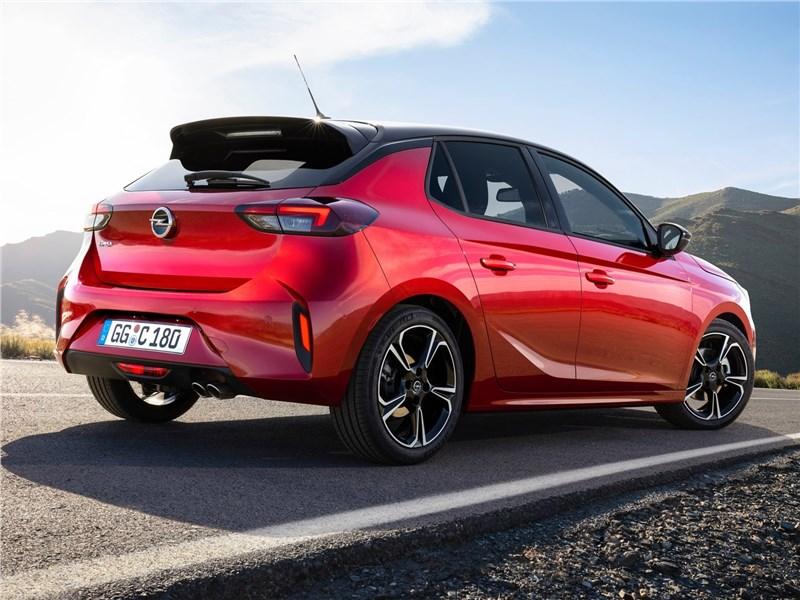 Opel Corsa 2020 вид сзади сбоку