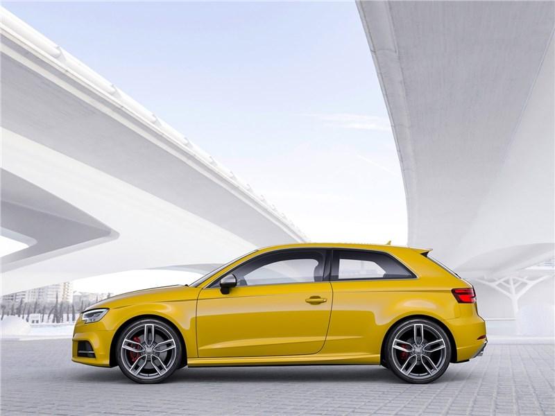 Audi S3 2017 вид сбоку