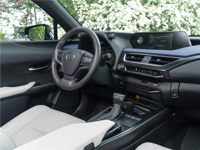 Lexus UX 200 2019 салон