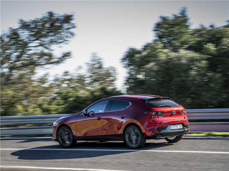 Mazda 3 2019 вид сзади