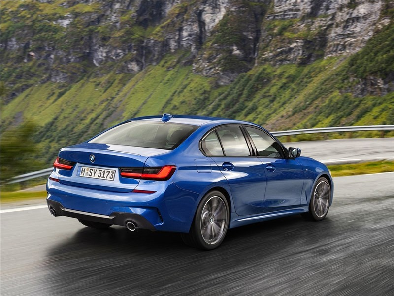 BMW 3-Series 2019 вид сзади