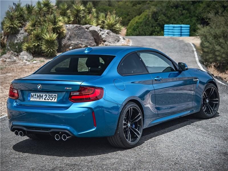 BMW M2 Coupe 2016 вид сзади
