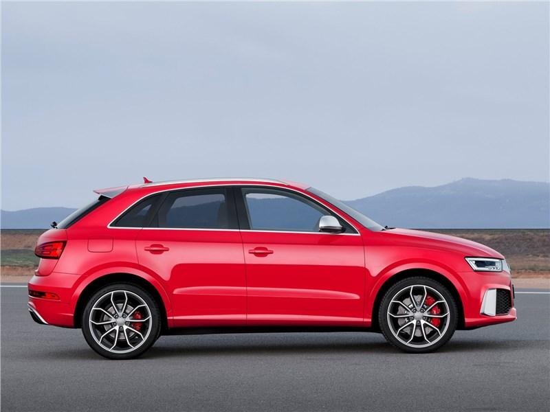 Audi RS Q3 2015 вид сбоку