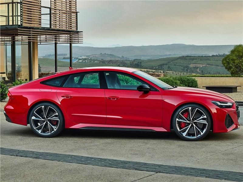 Audi RS7 Sportback 2020 вид спереди сбоку