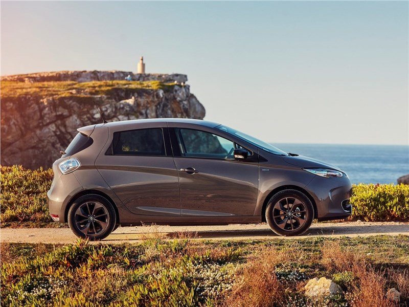 Renault Zoe 2017 вид сбоку