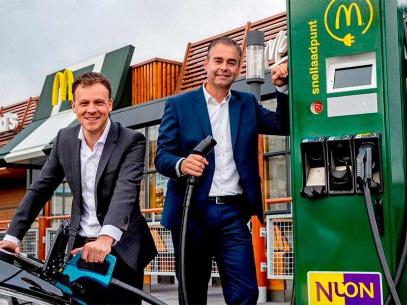 McDonald's открывает сеть зарядных станций для электрокаров