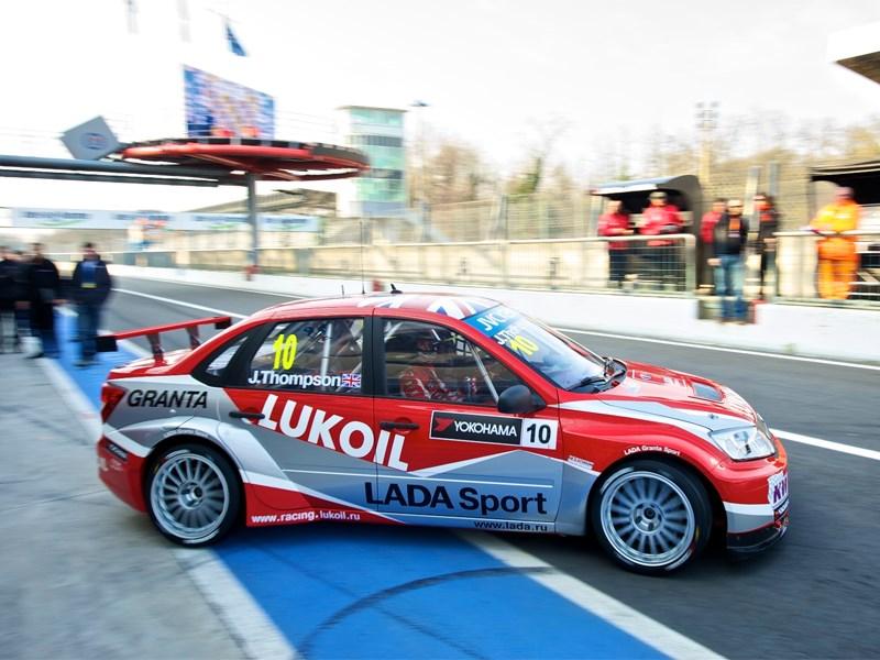 Болид Lada Sport Lukoil сняли с гонок из-за повреждений