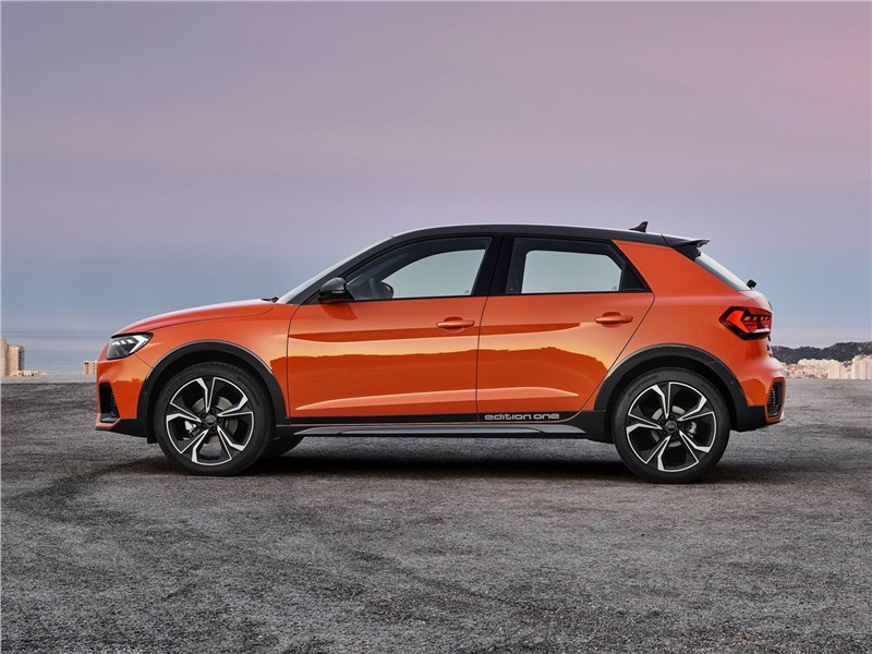 Audi A1 Citycarver 2020 вид сбоку