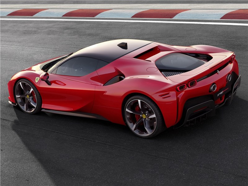 Ferrari SF90 Stradale 2020 вид сбоку сзади