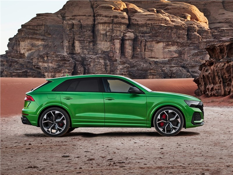 Audi RS Q8 2020 вид сбоку