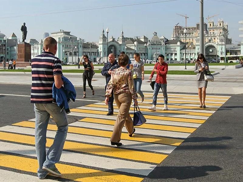 В Москве стали перенастраивать светофоры в пользу пешеходов Фото Авто Коломна