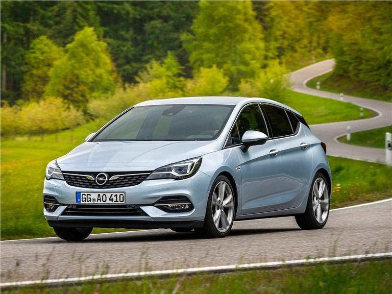 Opel Astra 2020 вид сбоку