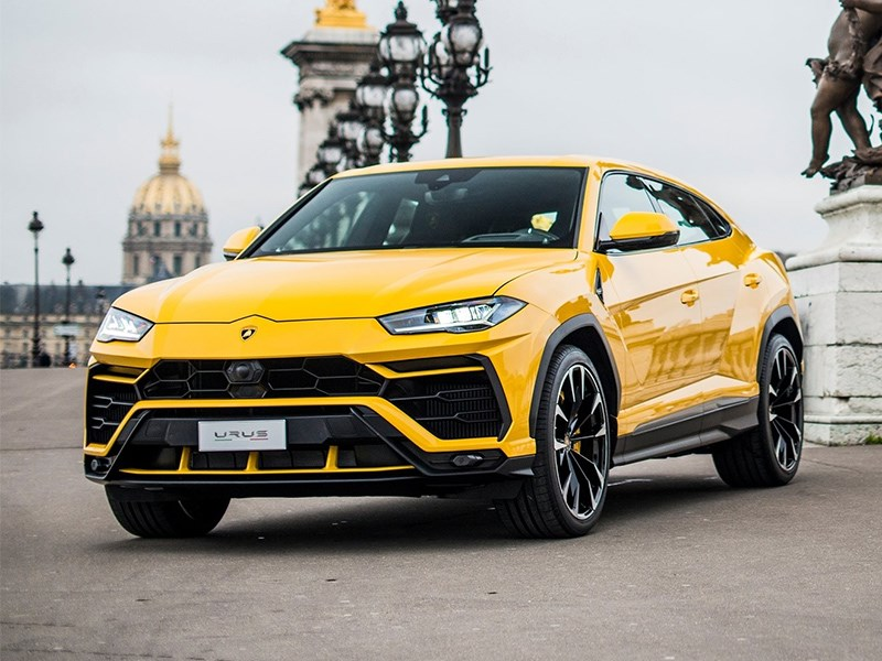 Жизнь налаживается - в России возник дефицит автомобилей класса люкс.