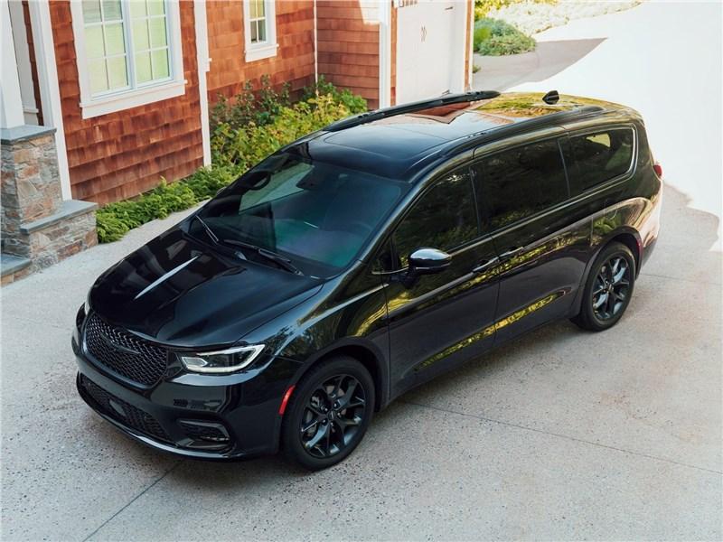 Chrysler Pacifica 2021 вид спереди сверху