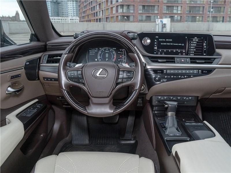 Lexus ES 2019 салон