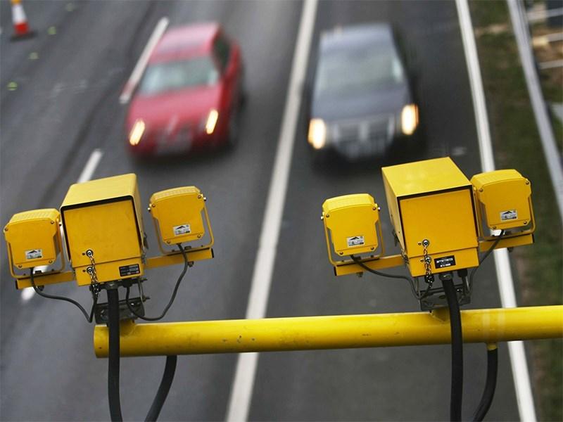 Дорожные камеры начнут фиксировать водителей с мобильниками