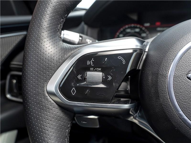 Jaguar XE P250 2020 руль