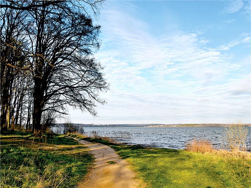 Масштабы Сенежского озера лучше оценивать с берега