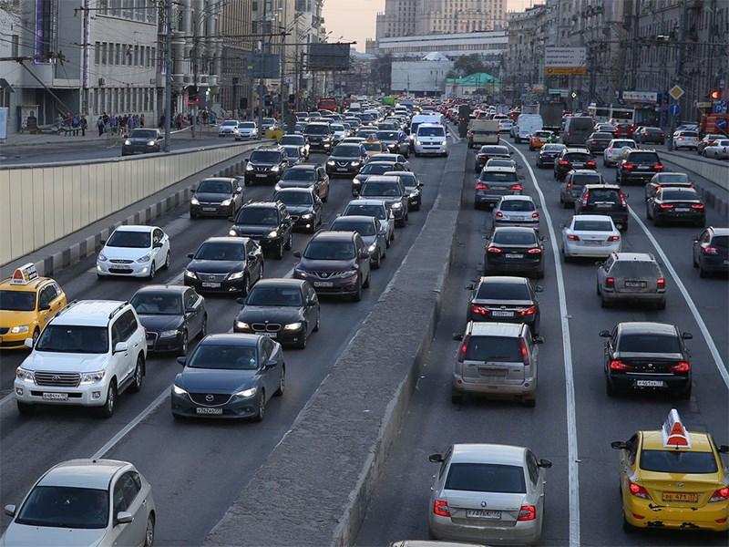 ГИБДД заставит курьеров сдавать правила дорожного движения.
