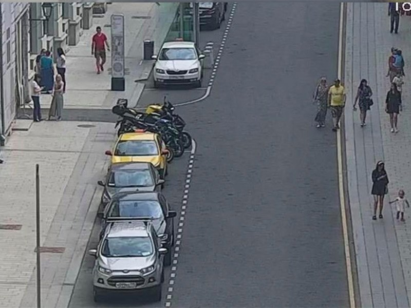 В Москве появился новый вид разметки для парковок