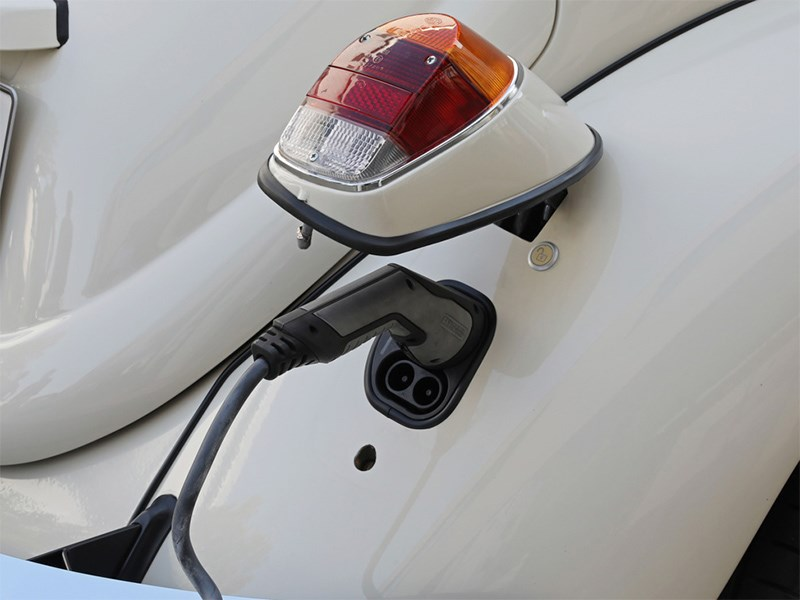 Volkswagen может перевести классические Golf, Beetle и Safari к свету