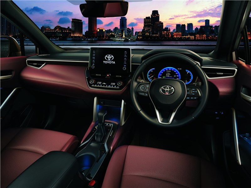 Toyota Corolla Cross (2021) салон