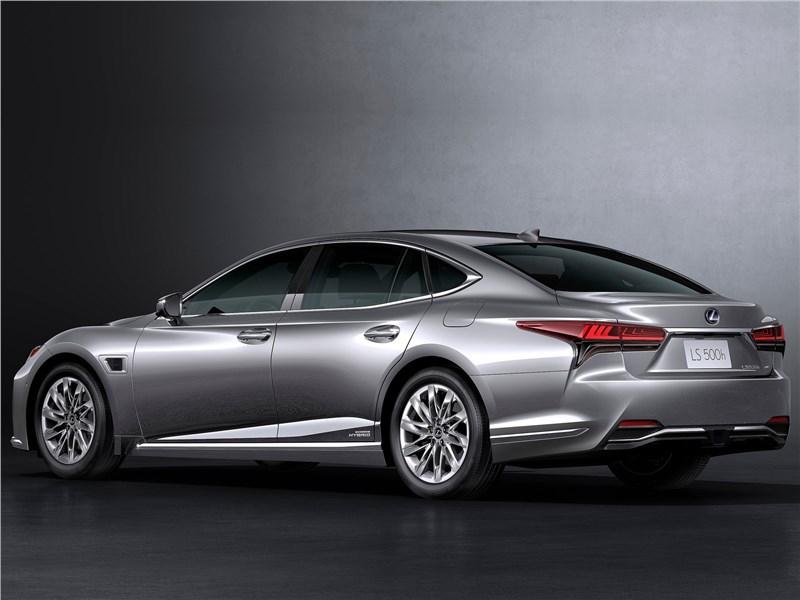 Lexus LS (2021) вид сзади
