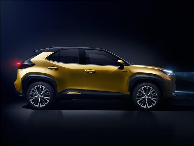 Toyota Yaris Cross (2021) вид сбоку