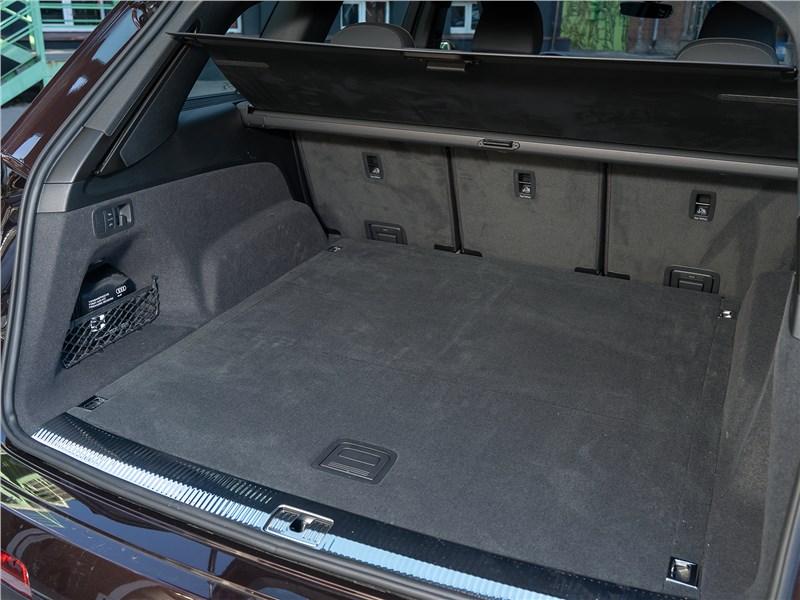 Audi Q7 2020 багажное отделение