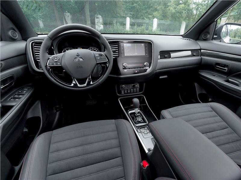 Mitsubishi Outlander 2021 салон