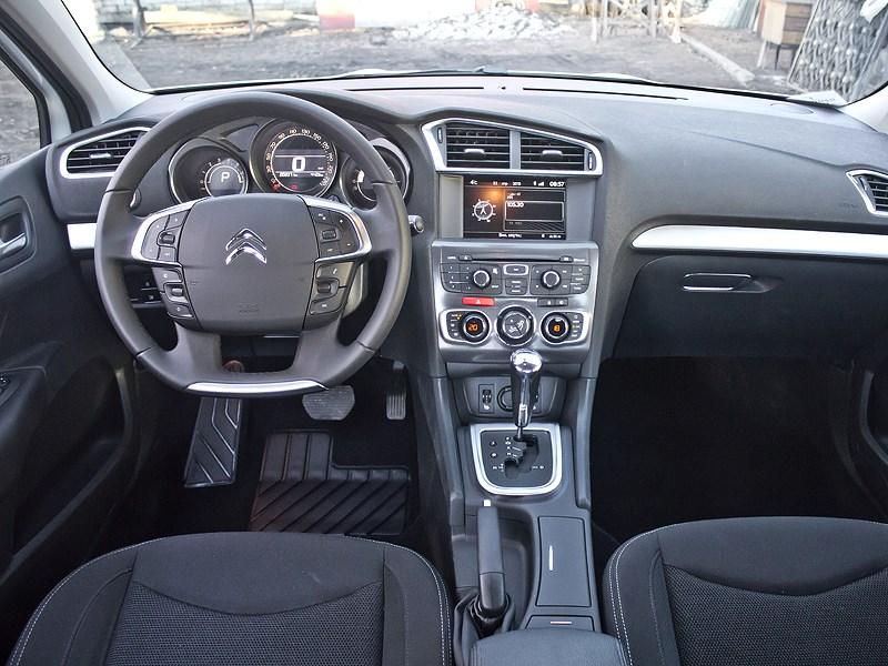 Citroen C4 sedan 2013 водительское место