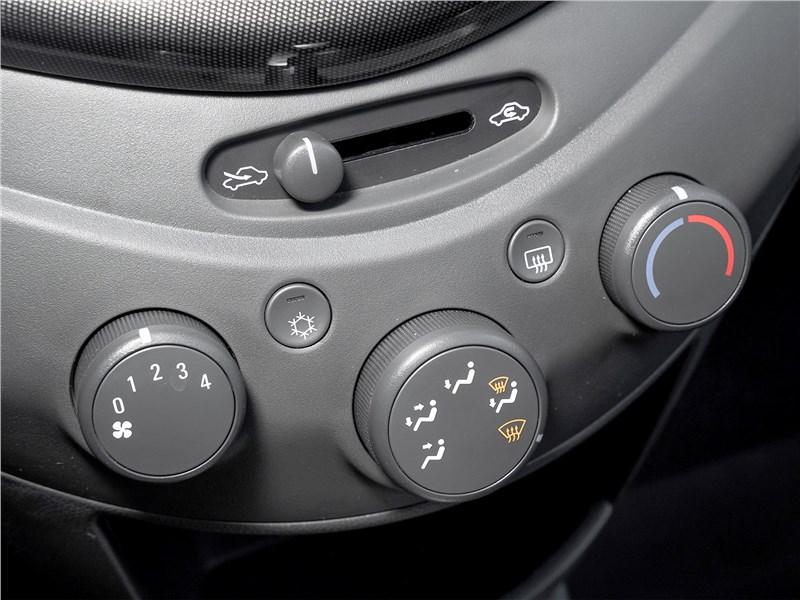 Chevrolet Spark (2010) управление климатом