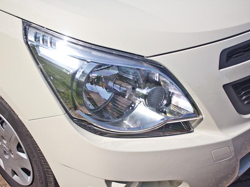 Chevrolet Cobalt 2013 фара