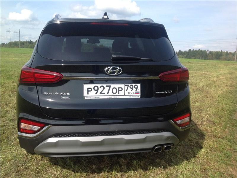 Hyundai Santa Fe 2019 вид сзади