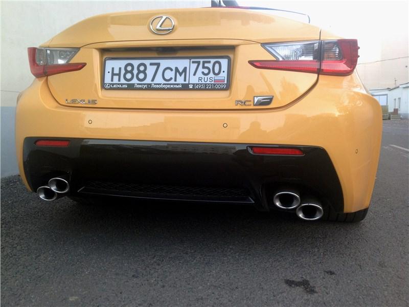 Lexus RC F 2015 вид сзади