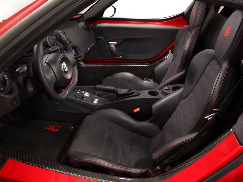 Alfa Romeo 4C 2013 водительское место фото 3