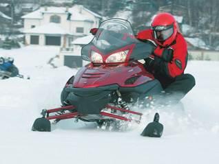 Спортивный снегоход среднего класса .