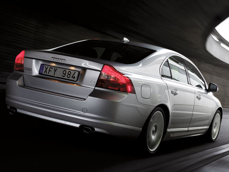 Cadillac STS, Audi A6, BMW 5 series, Jaguar XF, Infiniti M, Mercedes-Benz E-Class, Lexus GS, Volvo S80