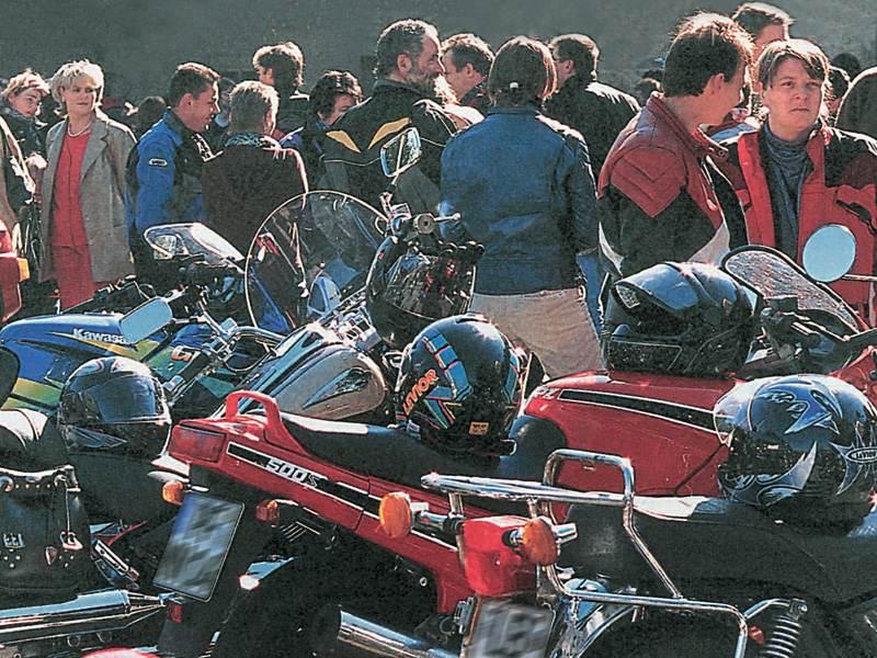 Февраль - время покупать подержанный мотоцикл .