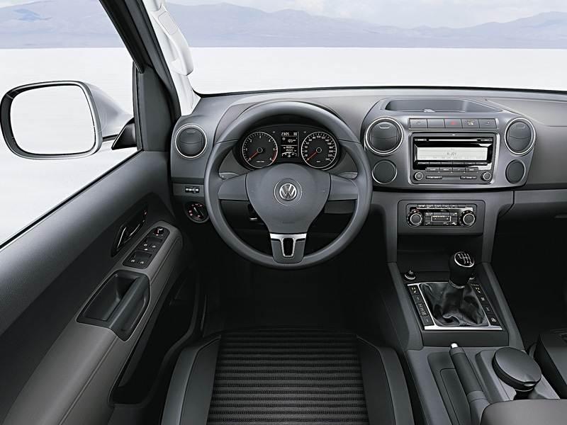 Volkswagen Amarok 2010 салон версии с механической шестиступенчатой коробкой передач
