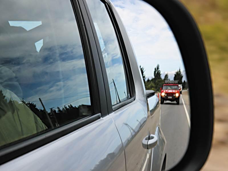 Volkswagen Amarok 2010 вид в наружное зеркало