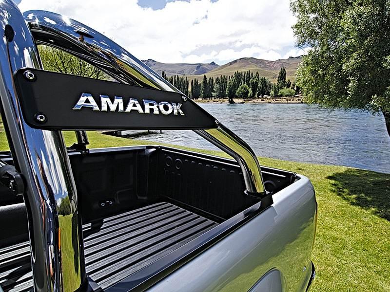 Volkswagen Amarok 2010 с эффектными спортивными дугами
