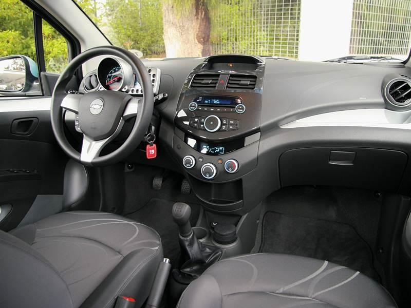 Chevrolet Spark (2010) салон