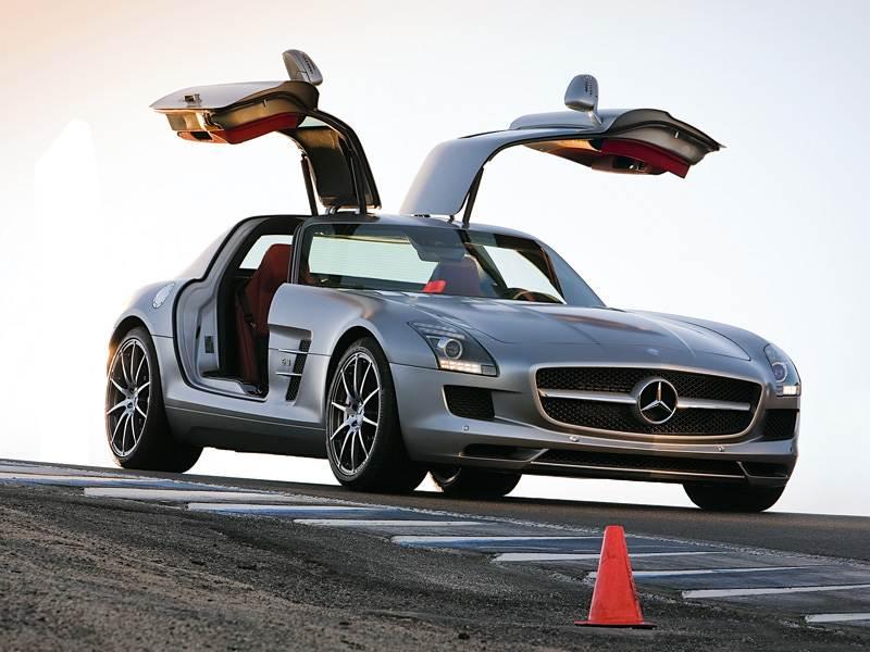 Mercedes-Benz SLS AMG 2013 с открытыми дверями