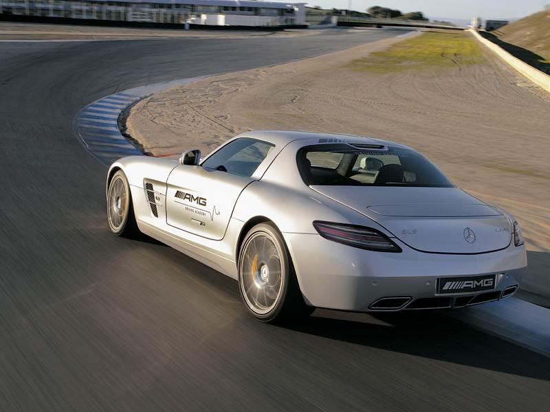 Mercedes-Benz SLS AMG 2013 в динамике вид сзади