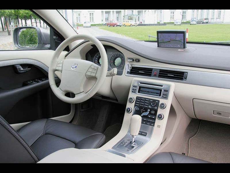 Volvo V70 2007 в интерьере использует элементы моделей S80 и XC70