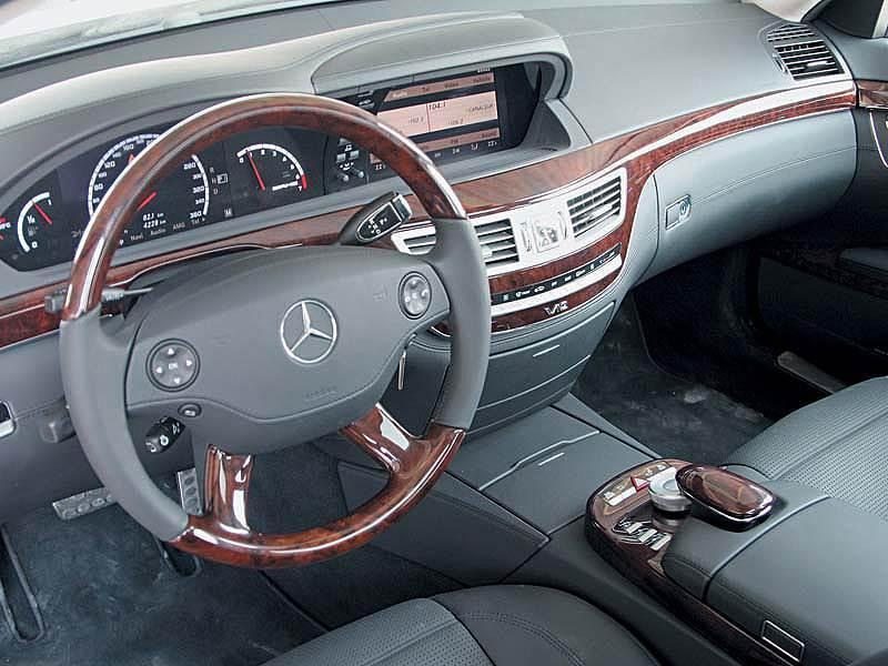 Канадцам страшно ездить на новых Mercedes