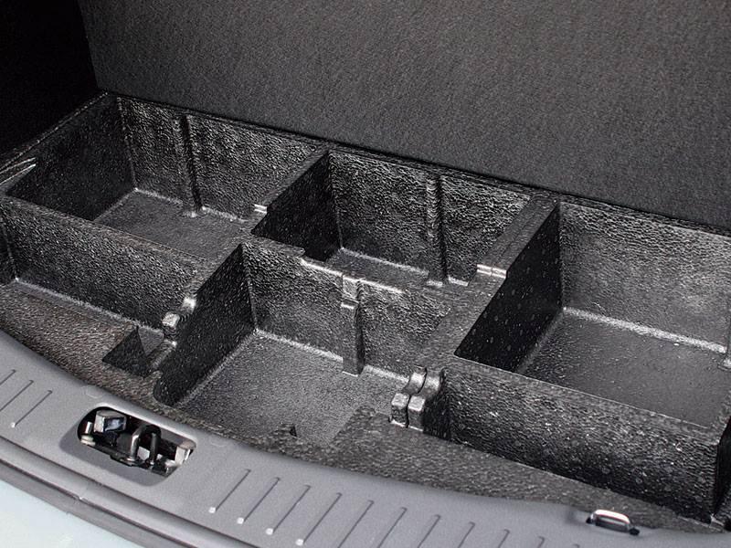 Ford Kuga 2008 органайзер под фальшполом багажника